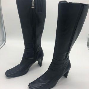 "Anne Klein boots with 3"" heel. Full zip close"